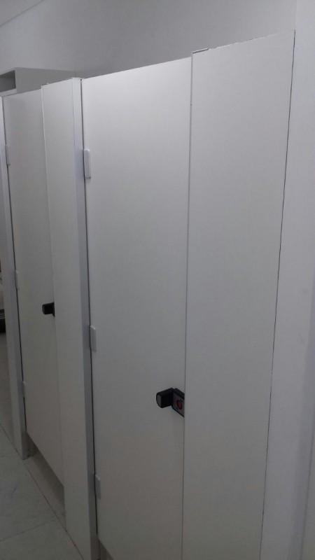 Divisória de Banheiro Escolar Peixoto de Azevedo - Divisória de Banheiro de Vidro