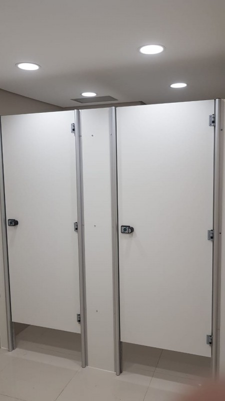 Divisória de Banheiro Público Preços Açailândia - Divisória de Banheiro de Universidade