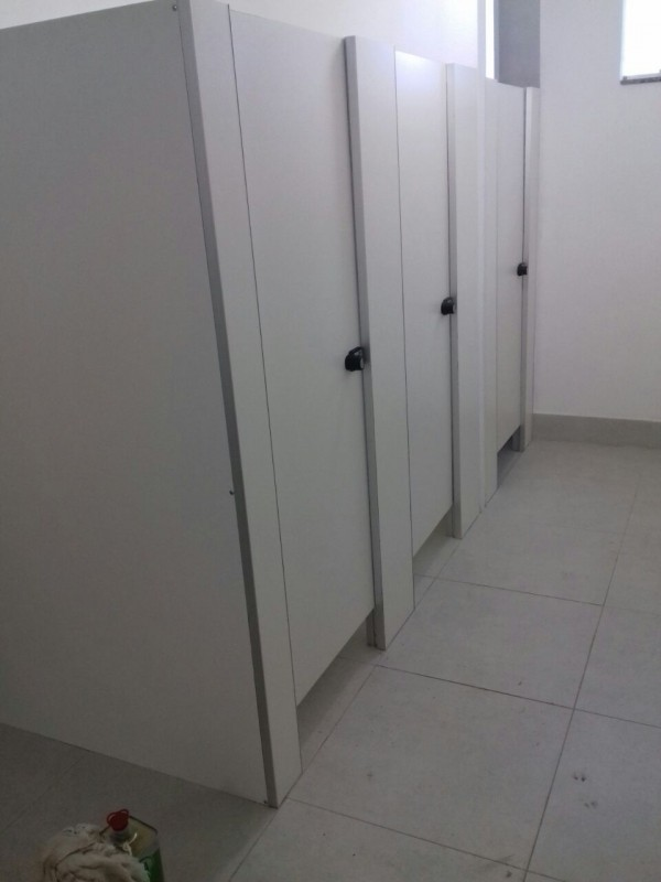 Divisória de Banheiro Público Curvelo - Divisória de Banheiro Escolar