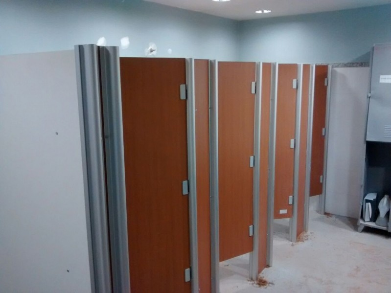 Divisória de Banheiro Dianópolis - Divisória de Banheiro de Universidade