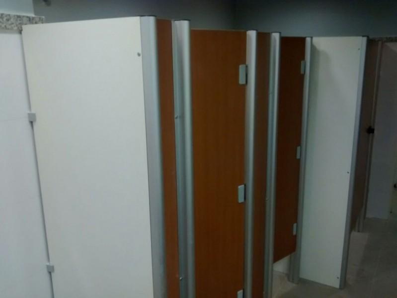 Divisória Sanitária Preços Macaíba - Divisória de Banheiro de Universidade