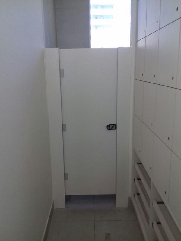 Divisórias de Banheiro de Vidro Uruaçu - Divisória de Banheiro Escolar