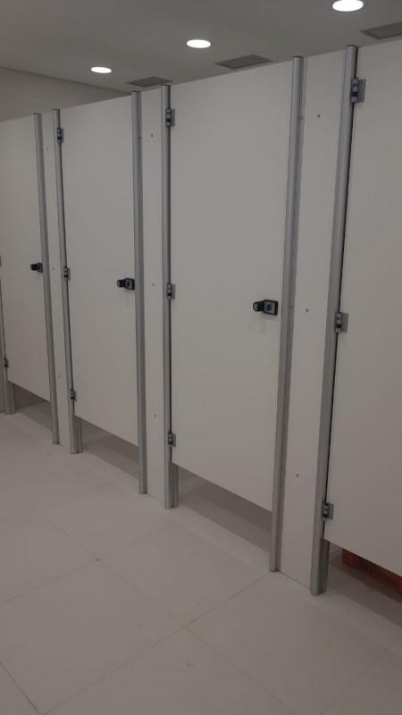 Divisórias para Banheiro e Vestiário Russas - Divisória de Banheiro Escolar
