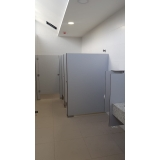 divisória com porta para para chuveiro Riachão