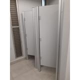 divisória de banheiro de universidade Crato
