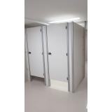divisórias de banheiro de universidade Manoel Urbano