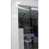 divisória de vidro branco