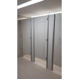 divisória para banheiros coletivos