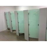 divisória para banheiros em vidro