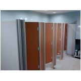 montagem de divisória para banheiro
